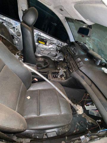 Sucata para retirada de peças- BMW 320i - Foto 2