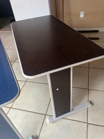 Mesa de computador/ estudo