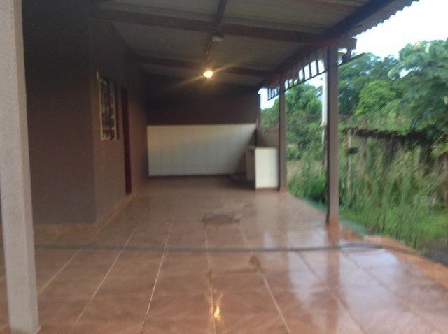 Chácara em caldas toda cercada,casa 3 dormitórios,quiosque,rio pirapitinga,poço de peixe - Foto 4