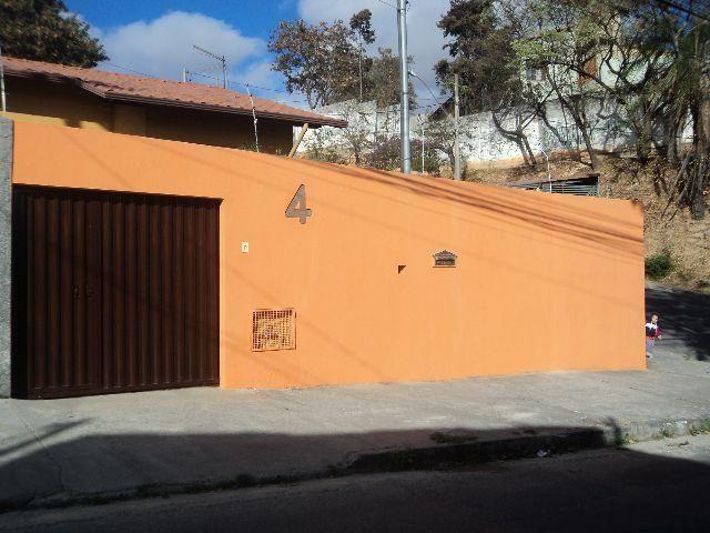 Linda casa entre o Bairro Ouro Preto e Engenho Nogueira
