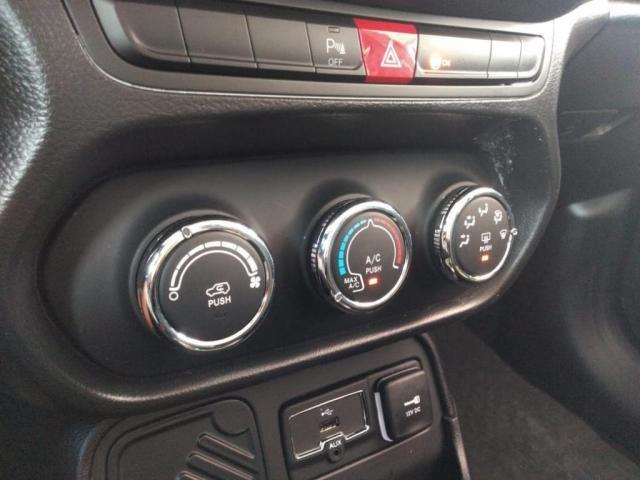 Renegade Sport 1.8 4x2 Flex 16V Aut. - Foto 15