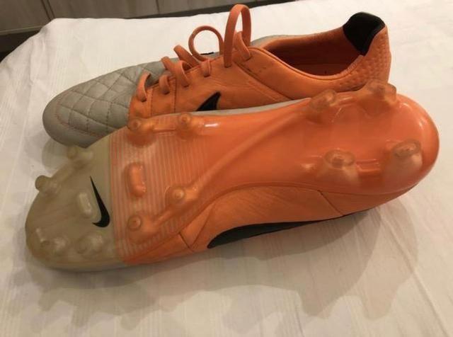 0b66a82e3f142 Chuteira Nike Tiempo Canguru Campo - 42 - Esportes e ginástica ...