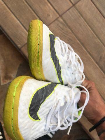 Chuteira Nike. usada em 3 raxas - Foto 4