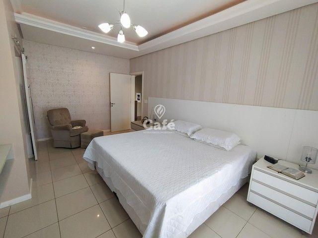 Casa possui 356,07 m² útil, com 4 amplos dormitórios, 2 Suítes sendo 2 master, piscina e s - Foto 19
