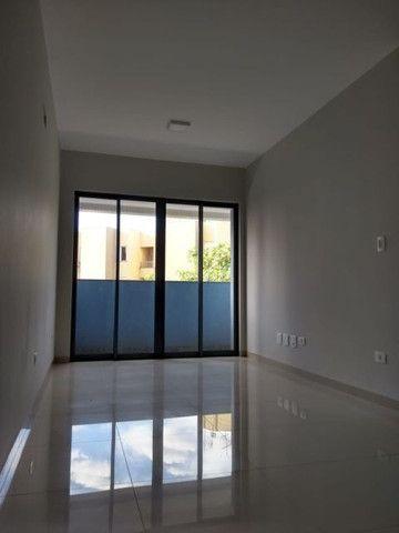 Aluga apt. próximo da U.E.M. com suite mais um quarto, garagem e elevador - Foto 7