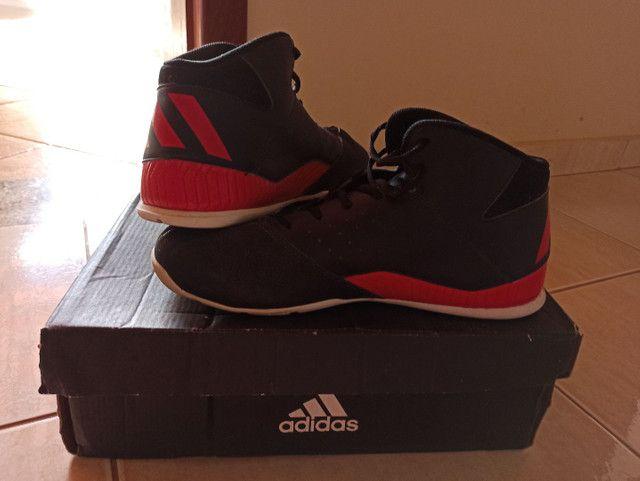 Tênis Adidas vermelho e preto