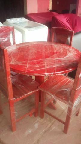 Mesa com 4 cadeiras Nova