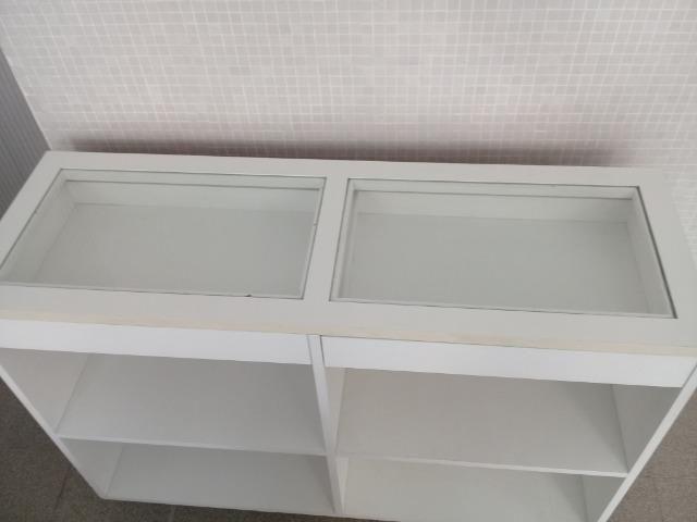 Pratileira Branca com Vidro para Loja