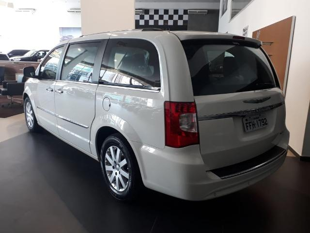 Chrysler Town & Country Limited 7 lugares Blindado - Foto 15