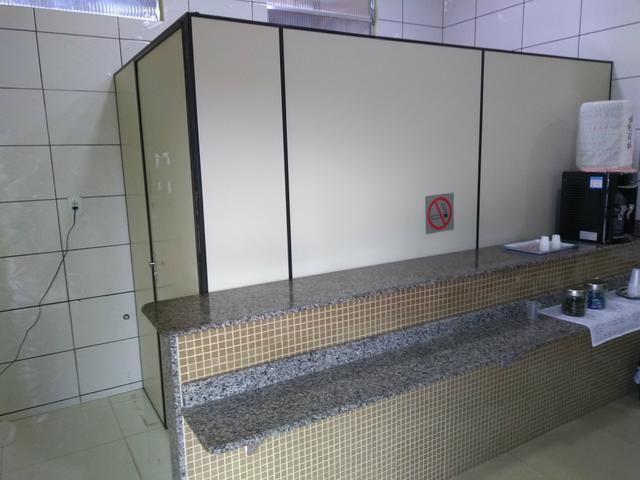Divisórias usadas R$ 60 reais o metro quadrado e R$ 200 reais a Porta Separada - Foto 5