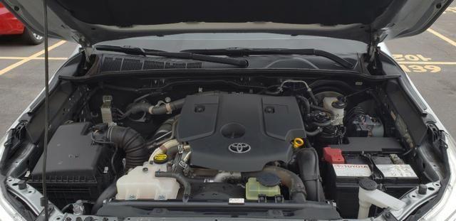 Toyota Hilux SRX 2.8 4x4 - Foto 8