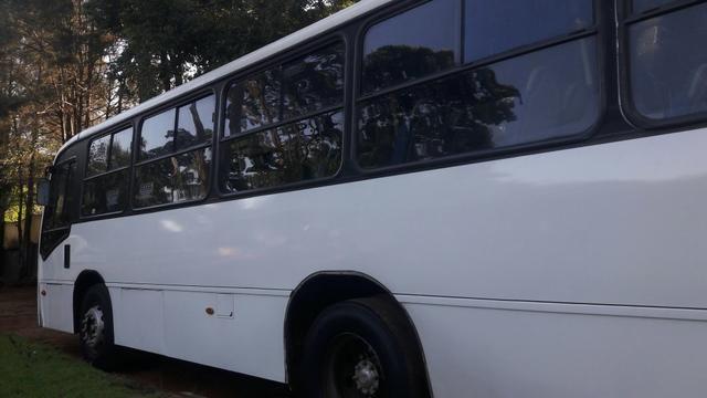 Vendo micro ônibus 28 lugares com Porta para cadeirantes com elevador - Foto 3