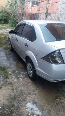 Fiesta sedan 1.6 prata 2011/2012 com Gnv - em perfeito estado - Foto 3