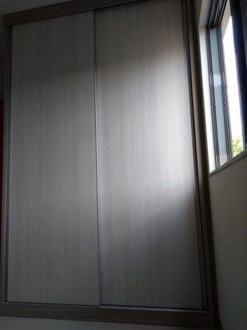 Aluga apt. próximo da U.E.M. com suite mais um quarto, garagem e elevador - Foto 17