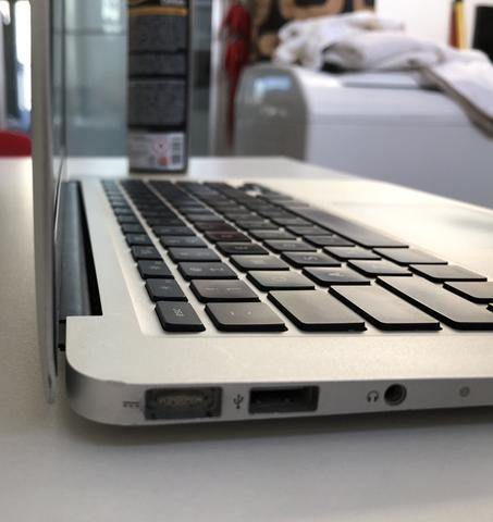 Macbook air 2011, i7, 4GB, SSD 128GB