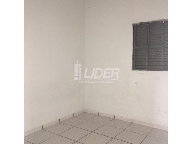 Casa para alugar com 3 dormitórios em São jorge, Uberlândia cod:804306 - Foto 9