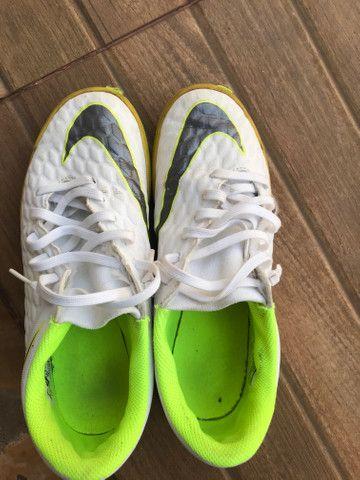 Chuteira Nike. usada em 3 raxas - Foto 2