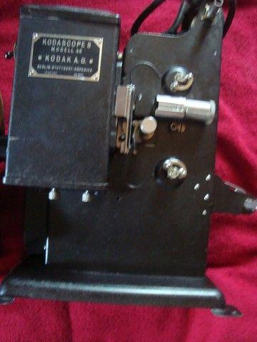 Projetor Antigo Kodakscope 8 Modell 40 Kodak A.G. Com Maleta (Funcionando) - Foto 2