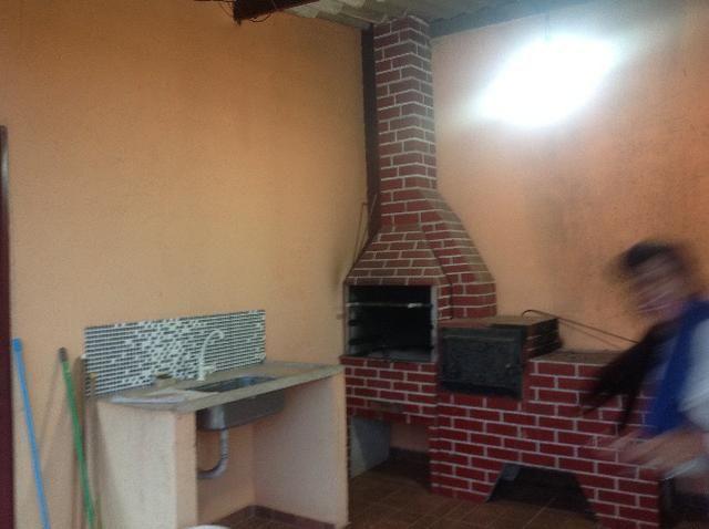 Chácara em caldas toda cercada,casa 3 dormitórios,quiosque,rio pirapitinga,poço de peixe - Foto 6