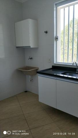 Kitnets com cômodo amplo para dois ambientes (sala e quarto), cozinha com gabinete - Foto 8