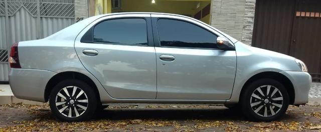 O carro mais aprovado do Brasil. Etios Platinum Sedan 1.5 Flex 2014-2015''
