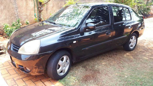 Clio Sedan - Foto 3