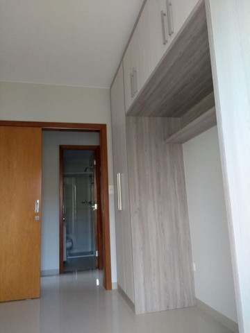 Aluga apt. próximo da U.E.M. com suite mais um quarto, garagem e elevador - Foto 14