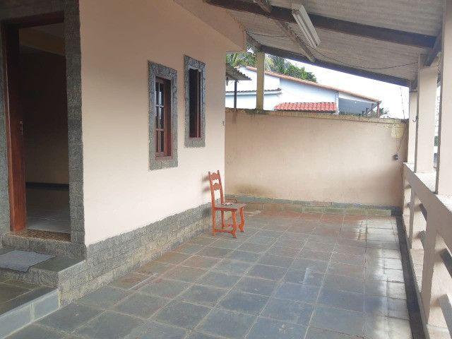 Imperdível, locação! Ampla casa com 3 quartos no Centro de Itaguaí - Foto 2