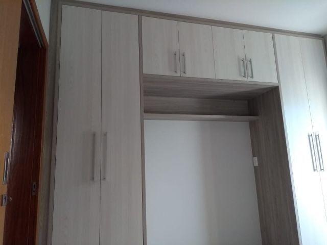 Aluga apt. próximo da U.E.M. com suite mais um quarto, garagem e elevador - Foto 15