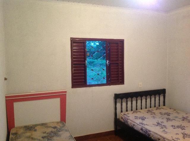 Chácara em caldas toda cercada,casa 3 dormitórios,quiosque,rio pirapitinga,poço de peixe - Foto 20