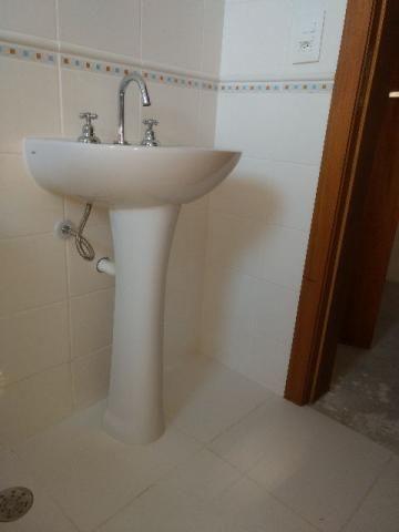 Conjunto vaso sanitário e pia com base