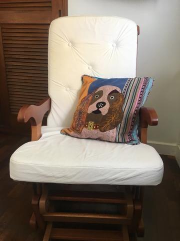 Cadeira de amamentação/ balanço linda!