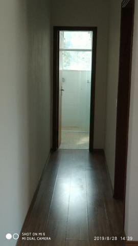 Kitnets com cômodo amplo para dois ambientes (sala e quarto), cozinha com gabinete - Foto 6