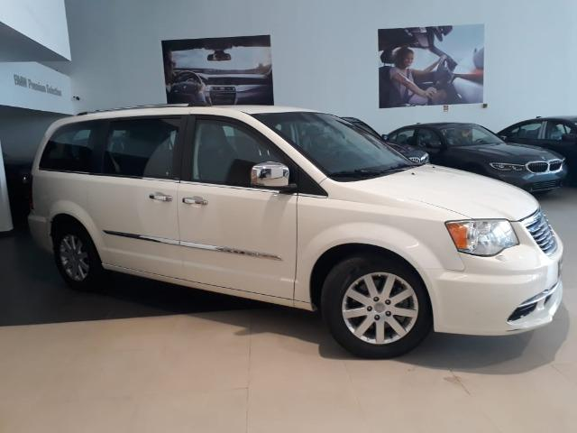 Chrysler Town & Country Limited 7 lugares Blindado - Foto 4