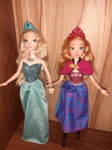 2 Bonecas Frozen Ana e Elsa Musical e luzes