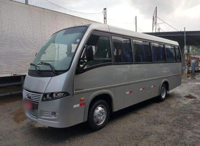 Micro-ônibus disponível para venda.
