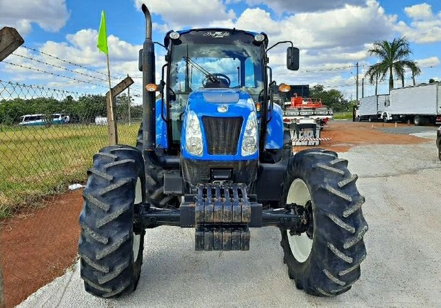 Trator New Holland - Foto 2
