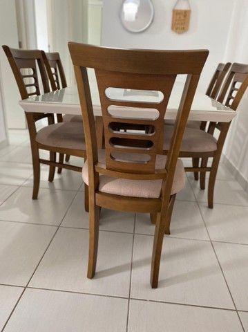Vendem-se mesa e cadeiras (s/tampo de vidro)