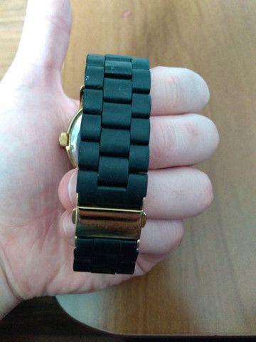 Relógio TECHNOS feminino preto e dourado - Foto 3
