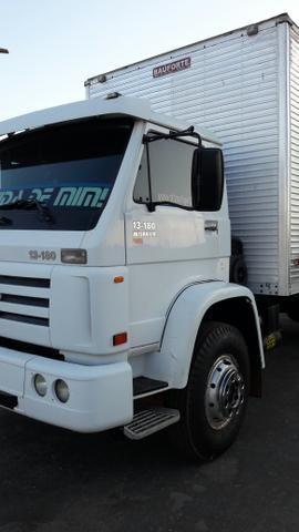Caminhão 13-180 baú 8mts