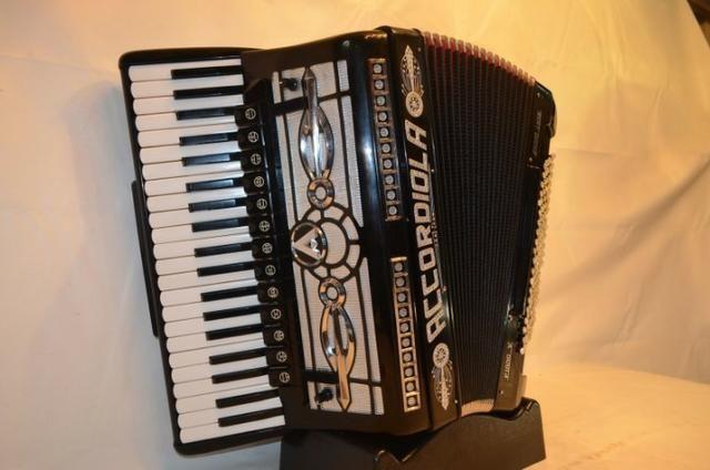 Acordeon accordiola, 120 baixos, mod piano v grand luxe 5ª/5ª voz duplo cassotto