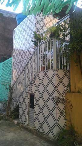 Vende-se casa no Conjunto Pirajá 1, de dois pavimentos, 2 quartos, reformada
