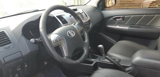 Toyota - Hilux CD Srv 4x4 Diesel Automático Completo 2014/2015 - Foto 5