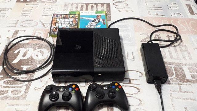 Xbox 360 com 2 controles e 2 jogos (Usado) - Foto 3