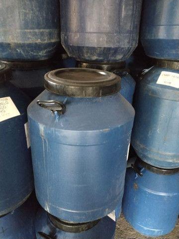 Vendo tambor plástico de 50 e 200 litros - Foto 3
