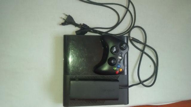 Xbox 360, 1 controle, 2 jogos e um cabo HDMI