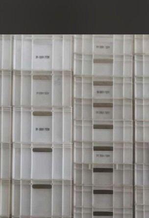 Caixa branca distribuidora triangulo
