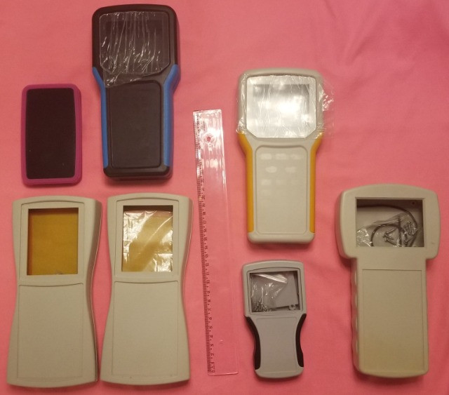 Lote de caixas plásticas para equipamentos eletrônicos