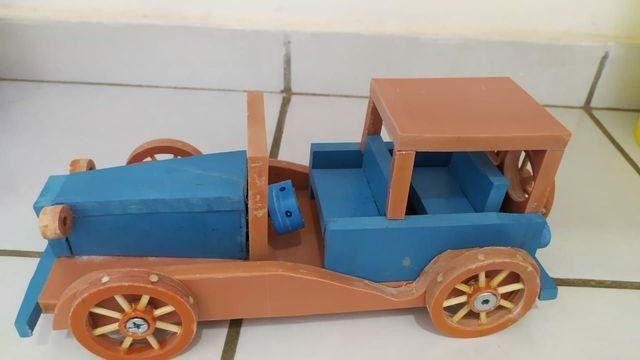 Brinquedos em PVC (CARROS)