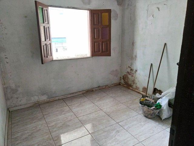 Casa antiga 1° andar em Itapuã, frente de rua 2/4 R$115.000,00 - Foto 13